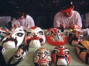 Die Herstellung der Oprn-Masken ist eine Kunst