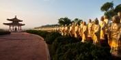 100 goldene Buddha-Statuen im Kloster Foguangshan